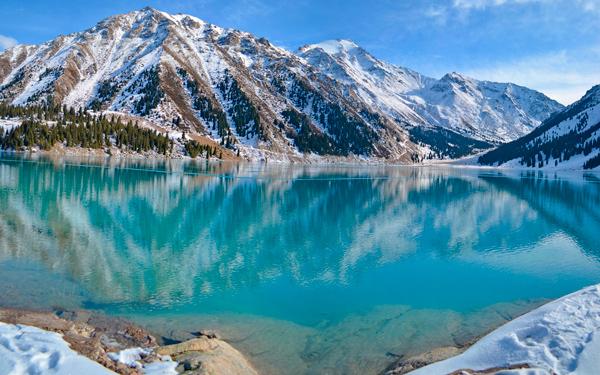 горное алматинское озеро