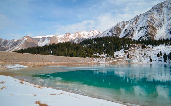 большое алматинское озеро зима