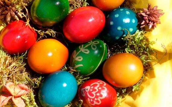 пасха яйца разноцветные