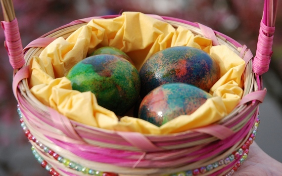 пасха яйца мраморные в корзине