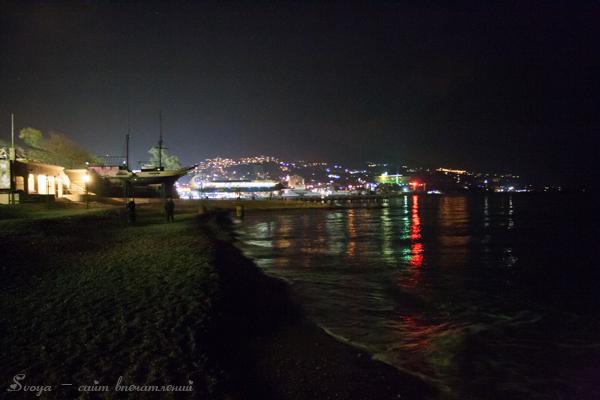 Ялта ночью зимой, море