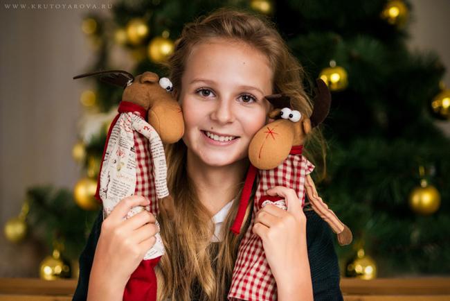 счастливый ребенок в Рождество