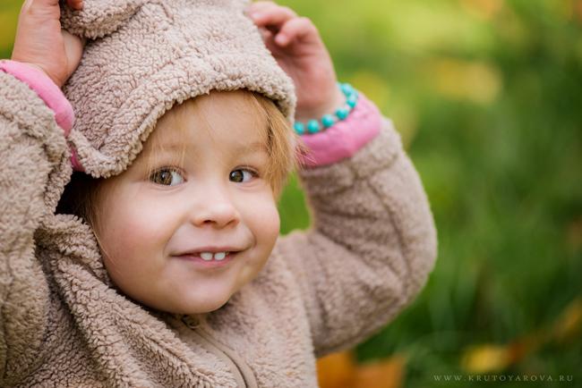 Милая маленькая девочка, детский портрет