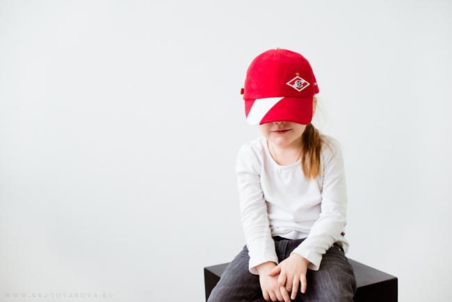 девочка в кепке Спартак