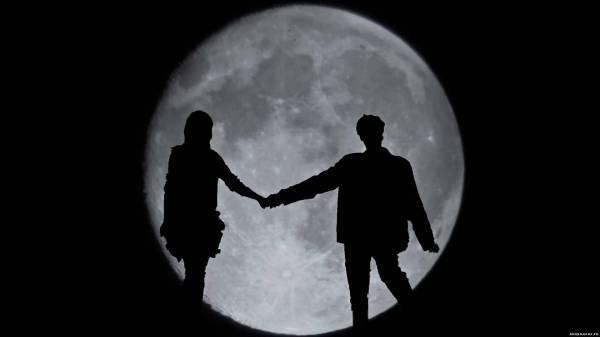 Влюбленные на фоне луны 1920х1080