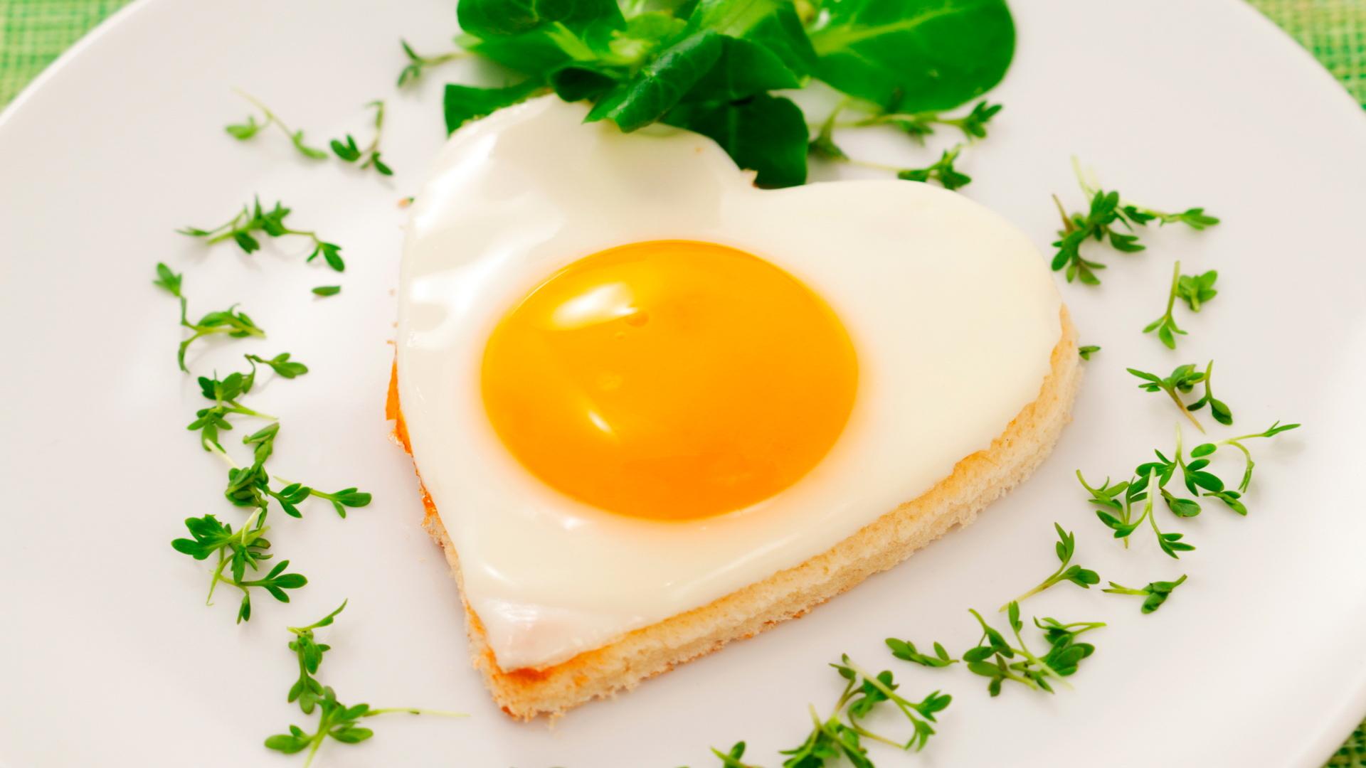Как сделать яичницу в виде сердца