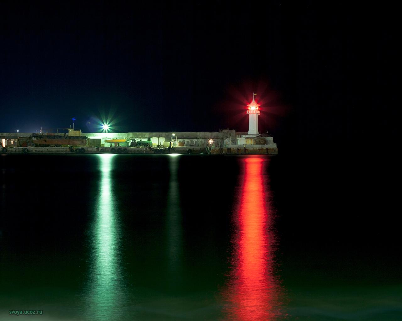 Ялта маяк ночью